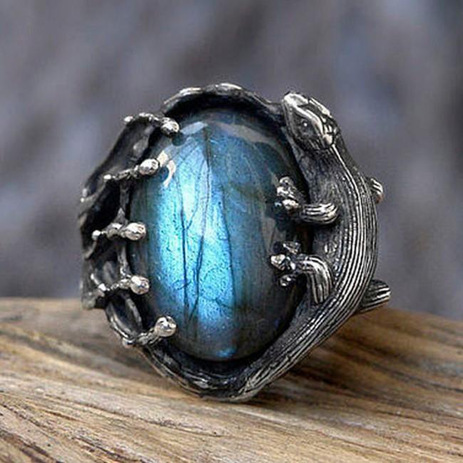 Цыганка подарила кольцо
