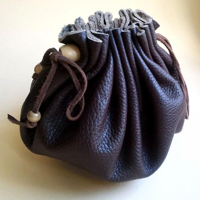 Мешочек - торба из натуральной кожи.  15 на 15 см. Полностью ручная...